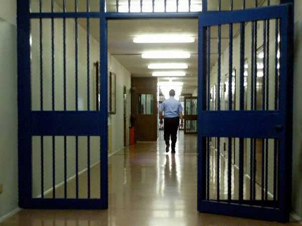 La polizia penitenziaria di Crotone protesta per l'organico