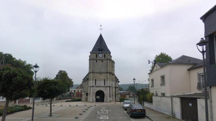 Uomini prendono ostaggi in chiesa di Saint-Etienne-du-Rouvray