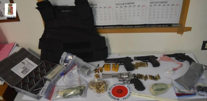 Crotone, trovato arsenale di armi e bombe pronte all'uso