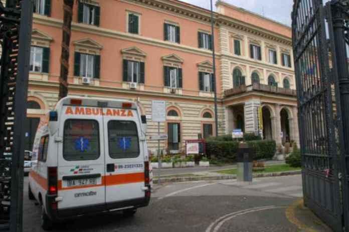 Minaccia col bisturi medici e poliziotti all'Umberto I°. Arrestato