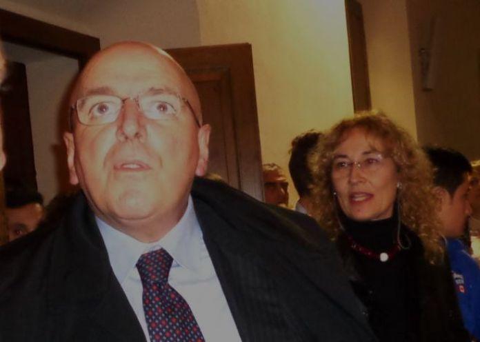 Mario Oliverio scivola sul bando per i Teatri. Vince la fidanzata