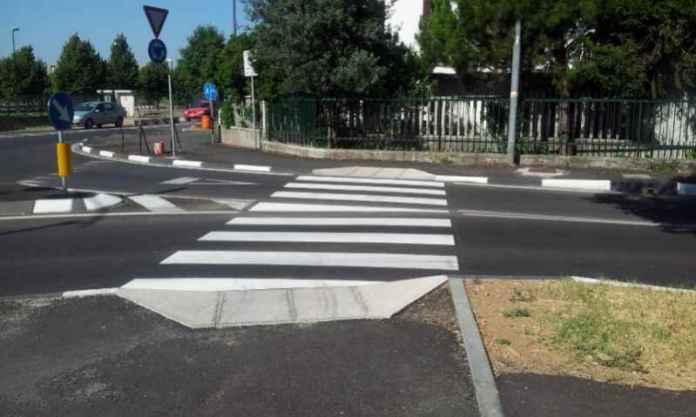 Roma, investe con l'auto un bambino di 10 anni e scappa. Preso