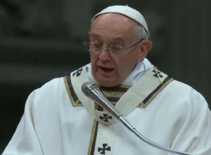 """Dal Papa appello per i bambini soli. """"Siamo ostaggi del consumismo"""""""