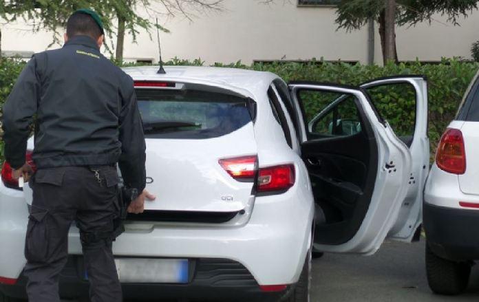 Le Fiamme gialle sequestrano 14 veicoli intestati a stessa persona
