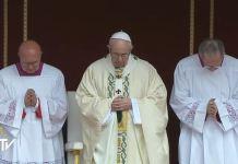 Papa Francesco durante le celebrazioni della Santa Pasqua