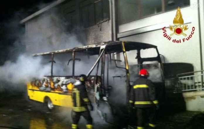 incendio scuolabus