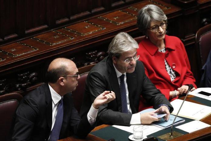 Alfano, Gentiloni e Finocchiaro alla Camera in una foto di dicembre 2016