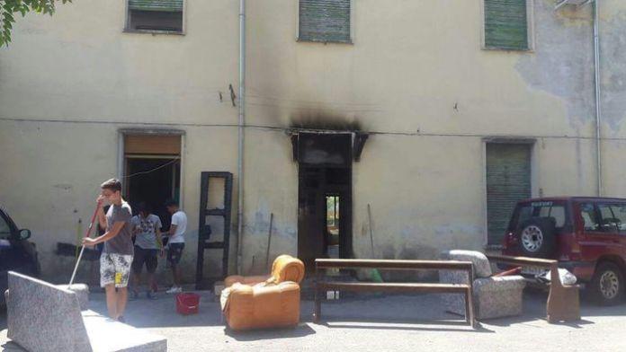 Incendiato a Castrovillari portone d'ingresso della sede scout