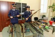 Gli agenti della Polizia provinciale di Cosenza con i fucili sequestrati ai cacciatori