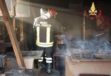 In fiamme una tappezzeria a Catanzaro, forse c'è dolo. Si indaga