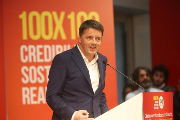 Il segretario del Pd, Matteo Renzi a Bologna