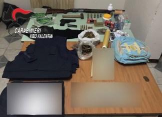 Il materiale sequestrato dai carabinieri di Vibo Valentia