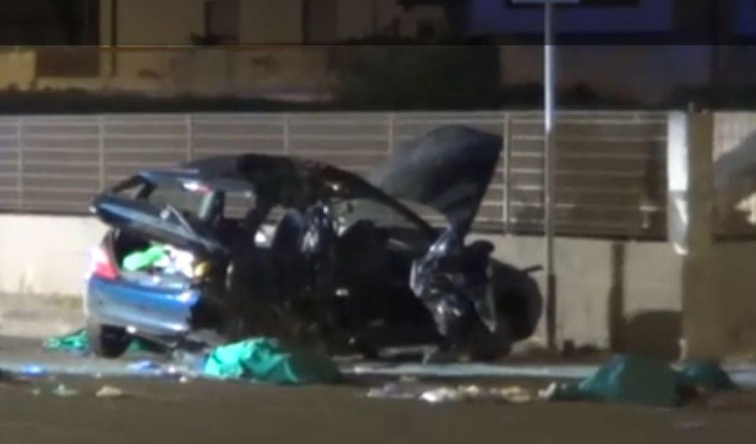 Incidente a Massa Carrara, auto si ribalta: muoiono 4 giovani
