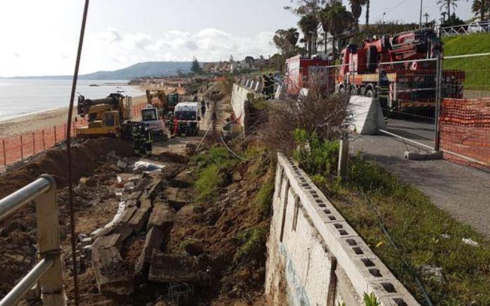 Dramma a Crotone, cede muro e travolge operai: due morti