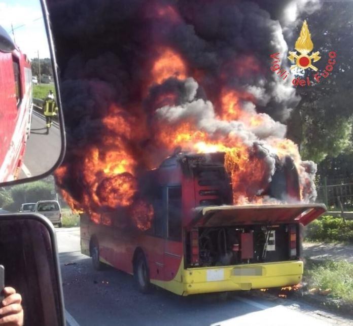 inendio autobus catanzaro