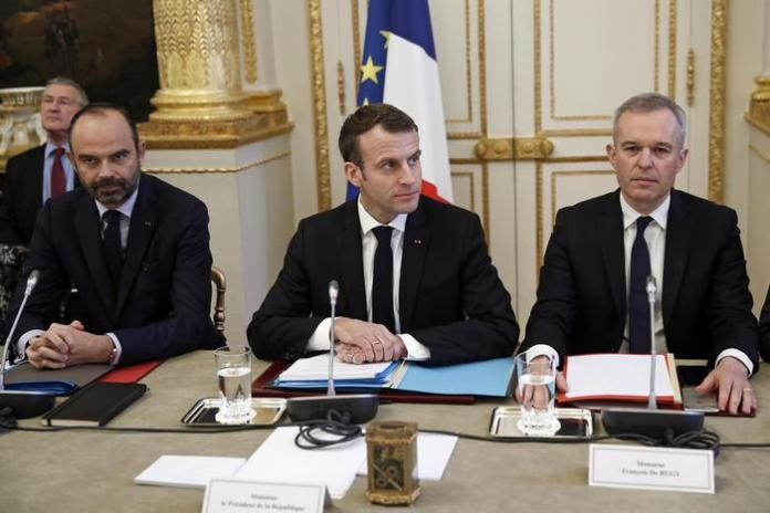Macron annuncia impegni per risolvere crisi gilet gialli