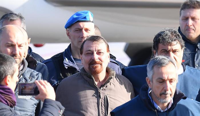"""L'ex terrorista Battisti """"sarà trasferito"""" nel carcere di Rossano"""