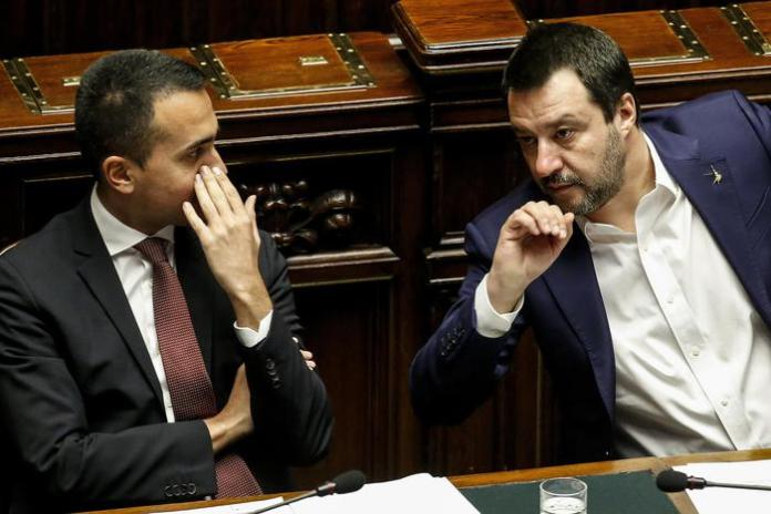 Luigi Di Maio e Matteo Salvini nell'aula della Camera
