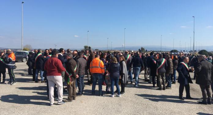 Sit-in porto Gioia Tauro lavoratori portuali