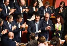 Matteo Salvini tra i banchi della Lega al termine del suo discorso sul caso Diciotti.