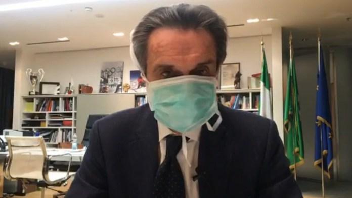 Attilio Fontana lo ha detto in un video su fb. Una sua componente dello staff ha contratto l'infezione. Starà in auto isolamento per due settimane