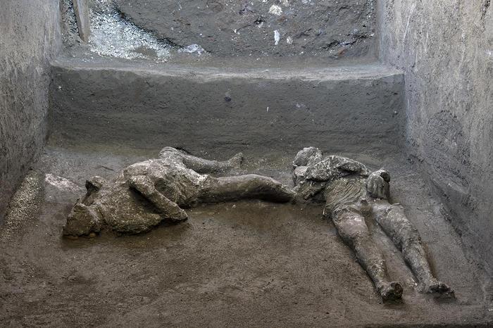 Eccezionale scoperta a Pompei, ritrovati due corpi intatti