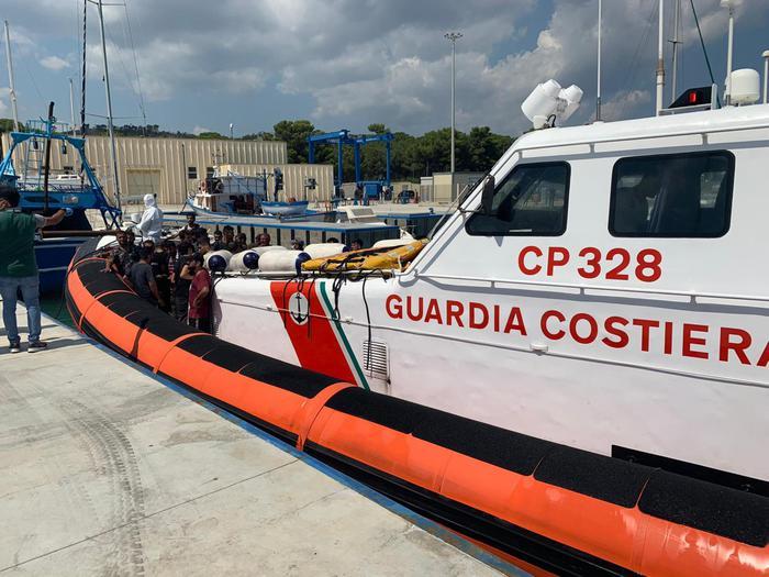 Trentadue migranti sbarcano a Roccella Jonica