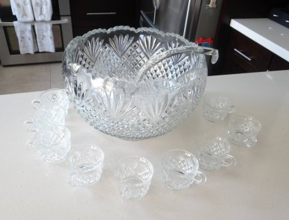 """L.E. Smith """"Pineapple"""" Punch Large Bowl Set with Glass Ladle and 10 Cups - Gorgeous Fan Diamond Pattern - 9.5 Quarts - EAPG Punch Bowl"""