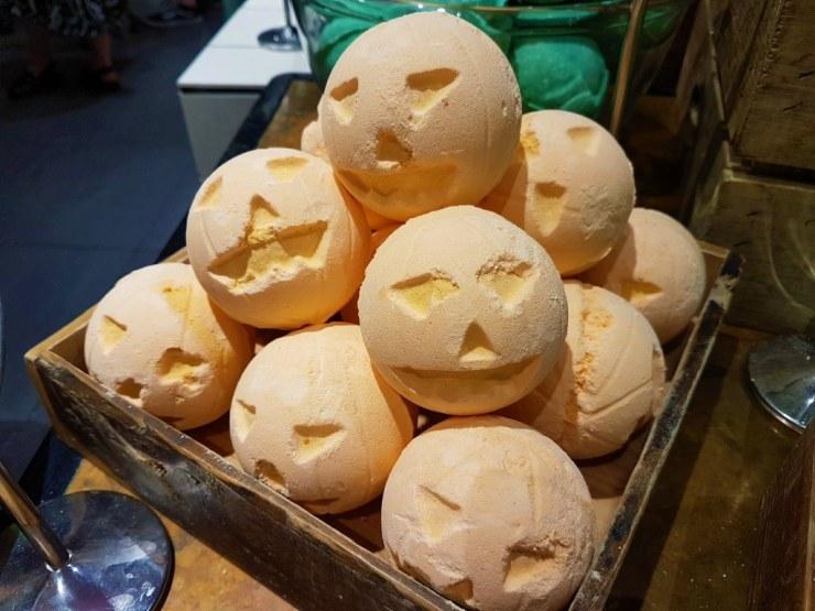 Lush pumpkin bathbomb