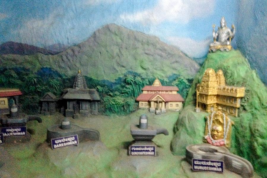 Те самые храмы, которые появились там, где упали оковы лингама.
