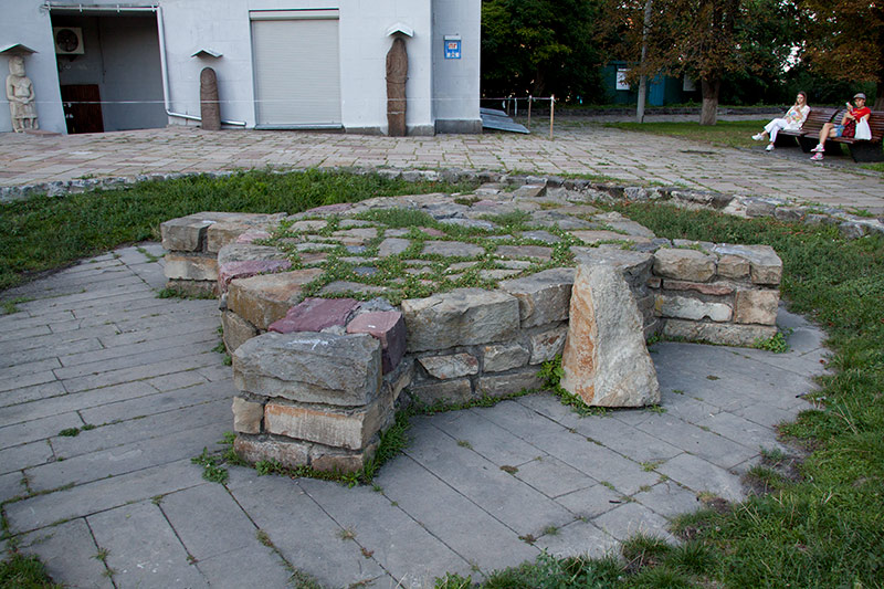 Капище ридноверов возле Музея истории Украины