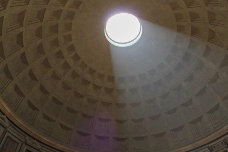 Окулюс в Пантеоне