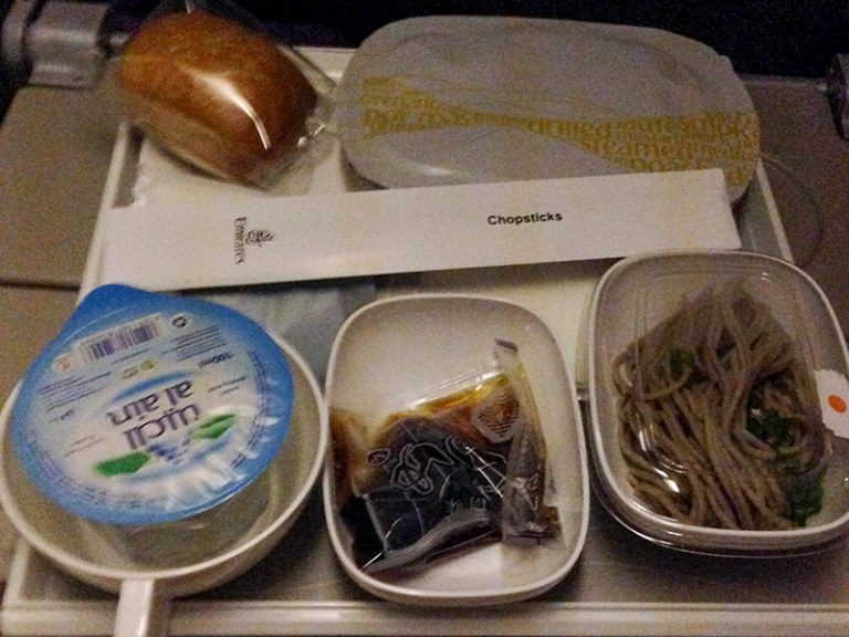 Еда в самолете Эмирейтс