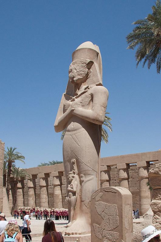 Рамзес Второй и его жена Нефертари