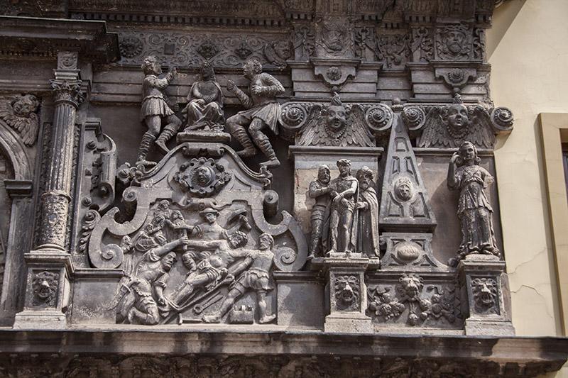 Распятие Исуса на кресте
