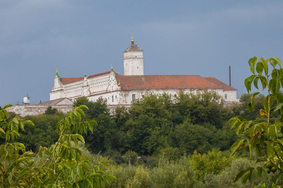 Монастырь бернардинцев  в Изяславе