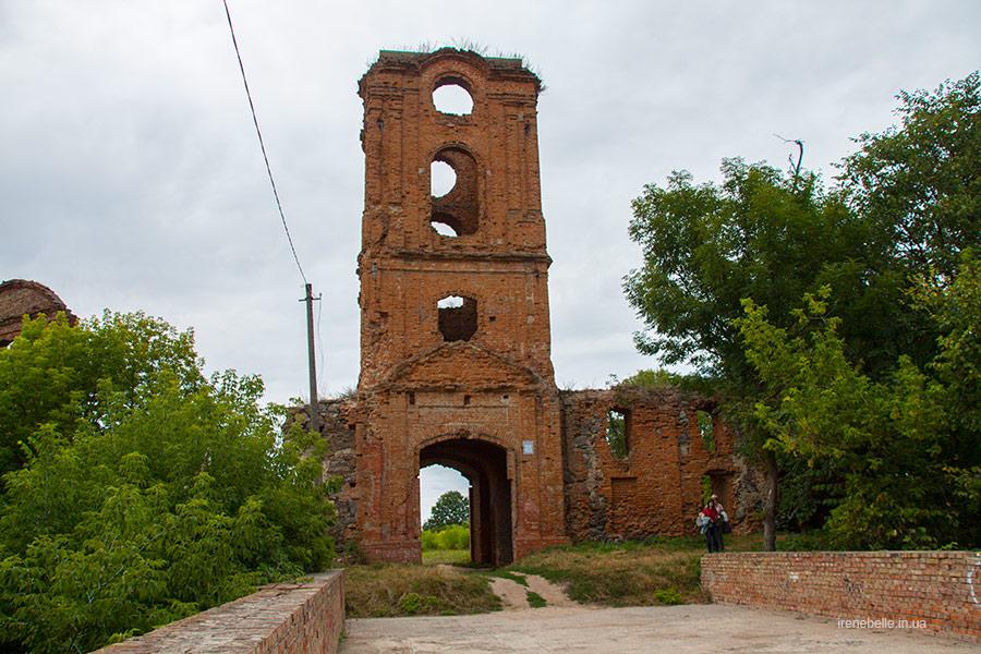 Навратная башня и въездные ворота