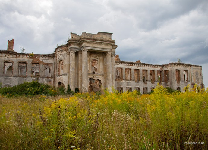 Дворец Сангушко в Изяславе