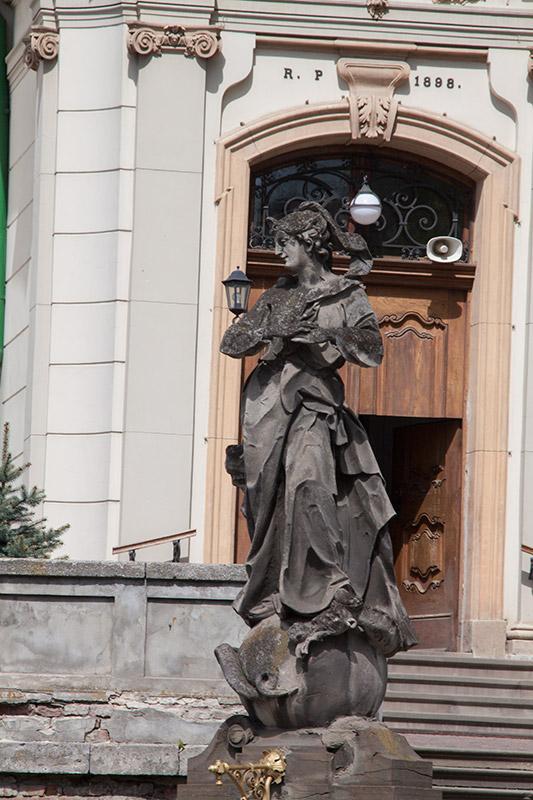 Скульптура Богородицы Непорочной