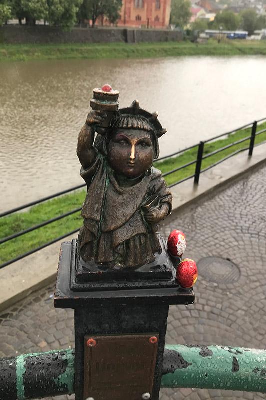 Статуя свободы в Ужгороде