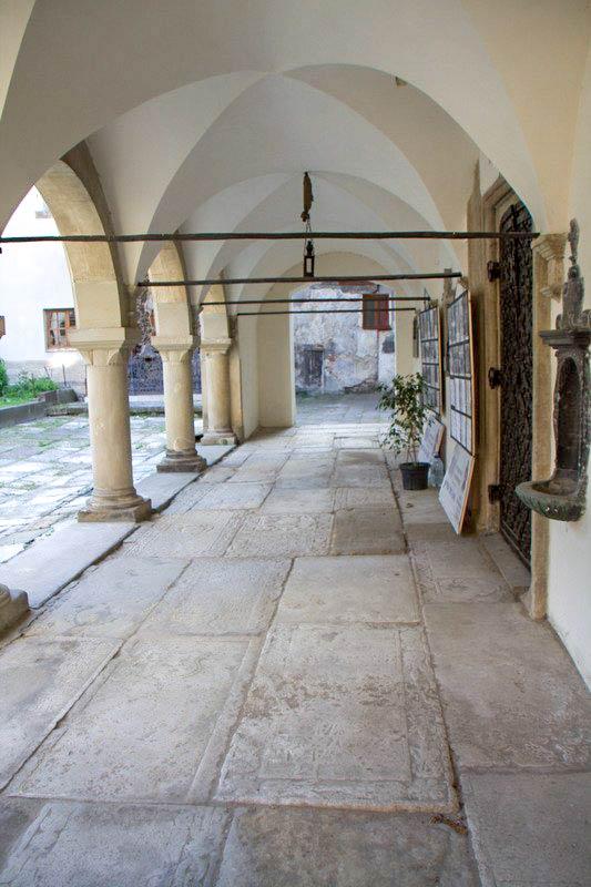 Галерея в Армянском соборе