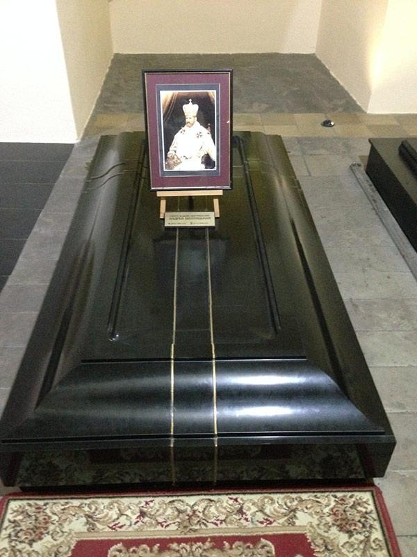 Здесь похоронен Андрей Шептицкий