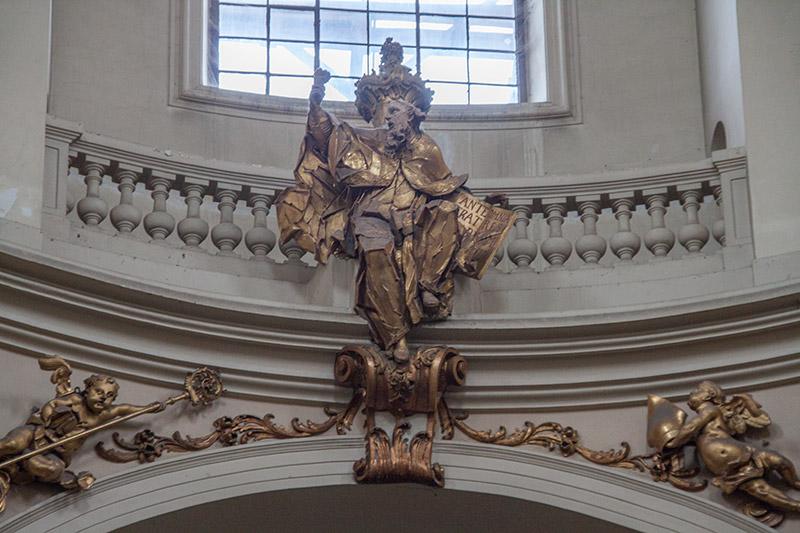 Другие скульптуры в храме