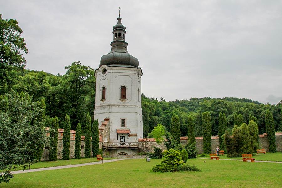 Двуярусная башня колокольня