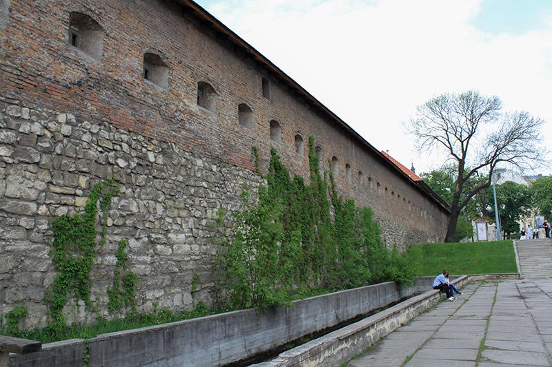 Оборонная стена монастыря