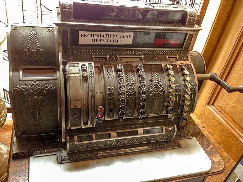 Старинный кассовый аппарат