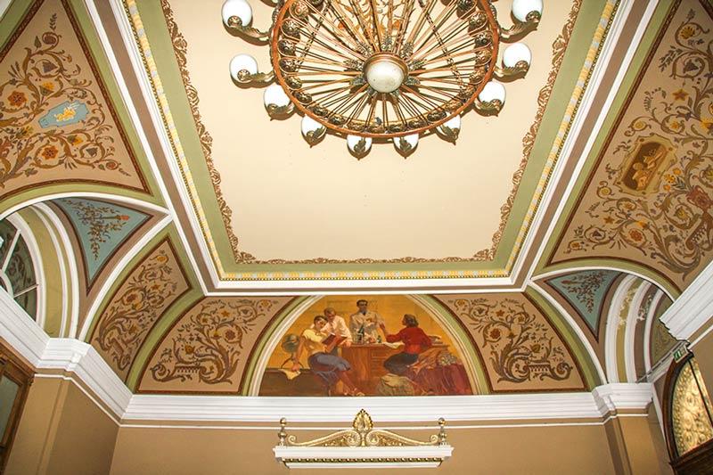 Росписи потолка при входе