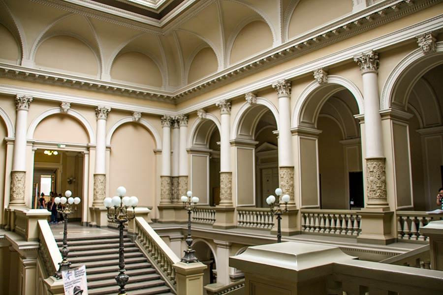 Вестибюль центрального корпуса Львовского Университета