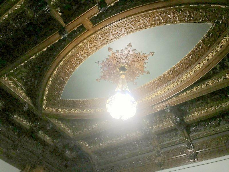Потолок в приемной Либермана