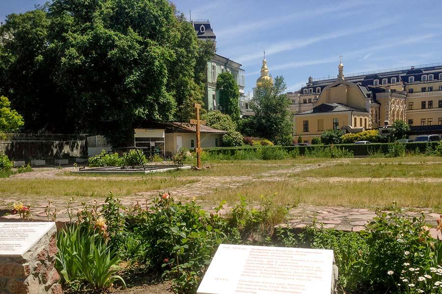 Остатки храма Святого Федора Тирона